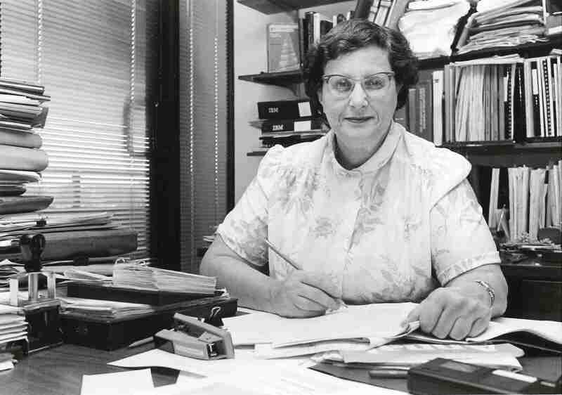 Jean Sammet sits at her desk