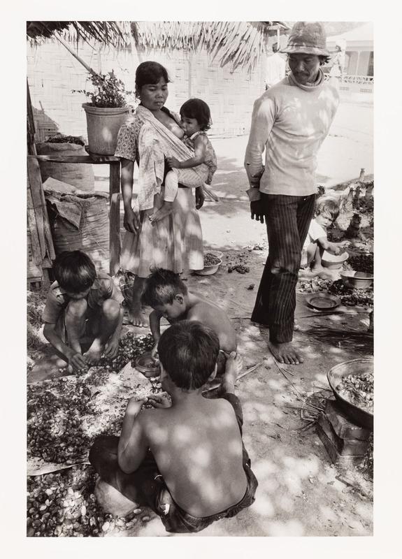 Family Shelling Seafood, Nicaragua